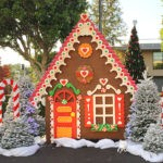 TD21_800x578_Gingerbread_House
