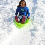 E25_578x800_SnowHill_PlayArea_Girl